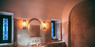 Bathroom design tips with river stones